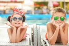 Děti a sluneční brýle: Proč s používáním nespěchat?